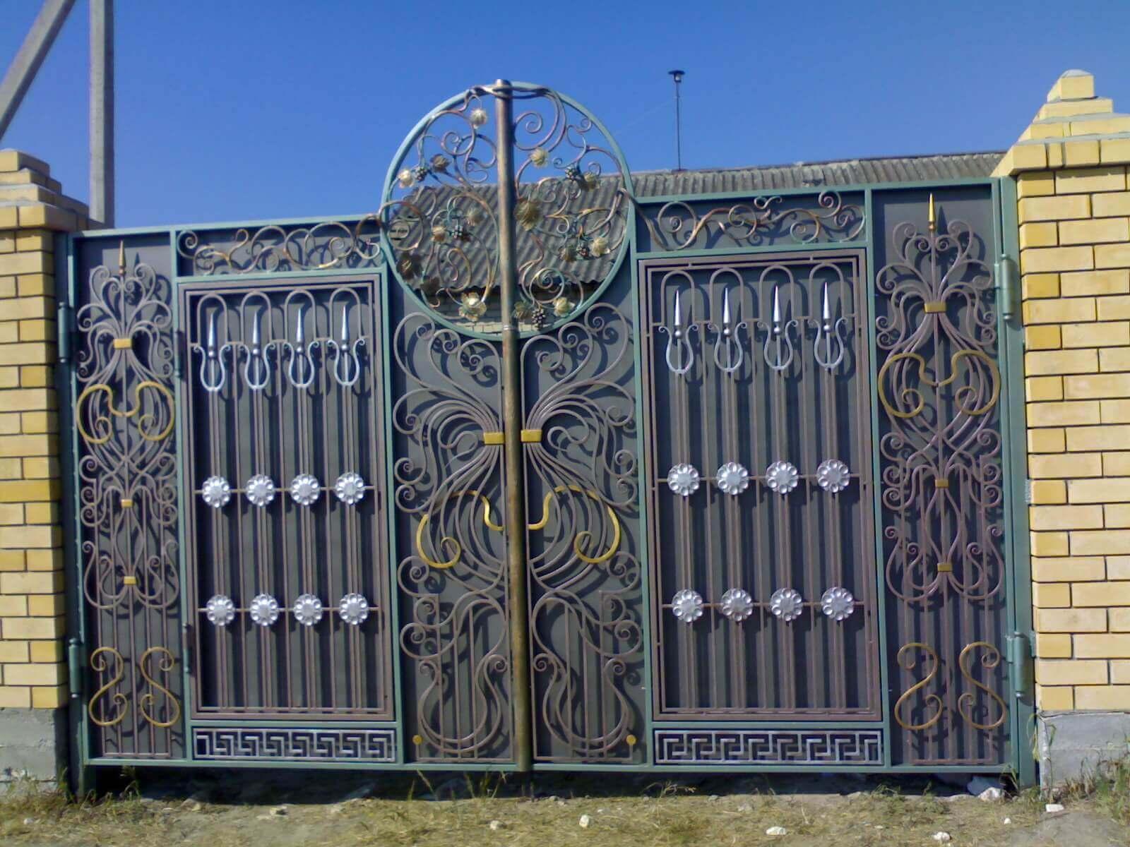 Фотографии кованых ворот фото 13